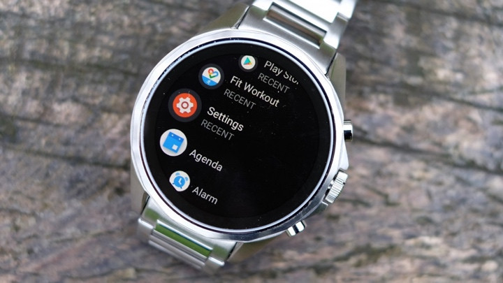 what can a wear OS smartwatch do